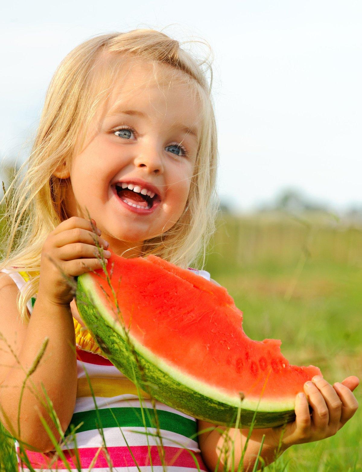 Поздравления казахском, прикольные картинки дети с фруктами
