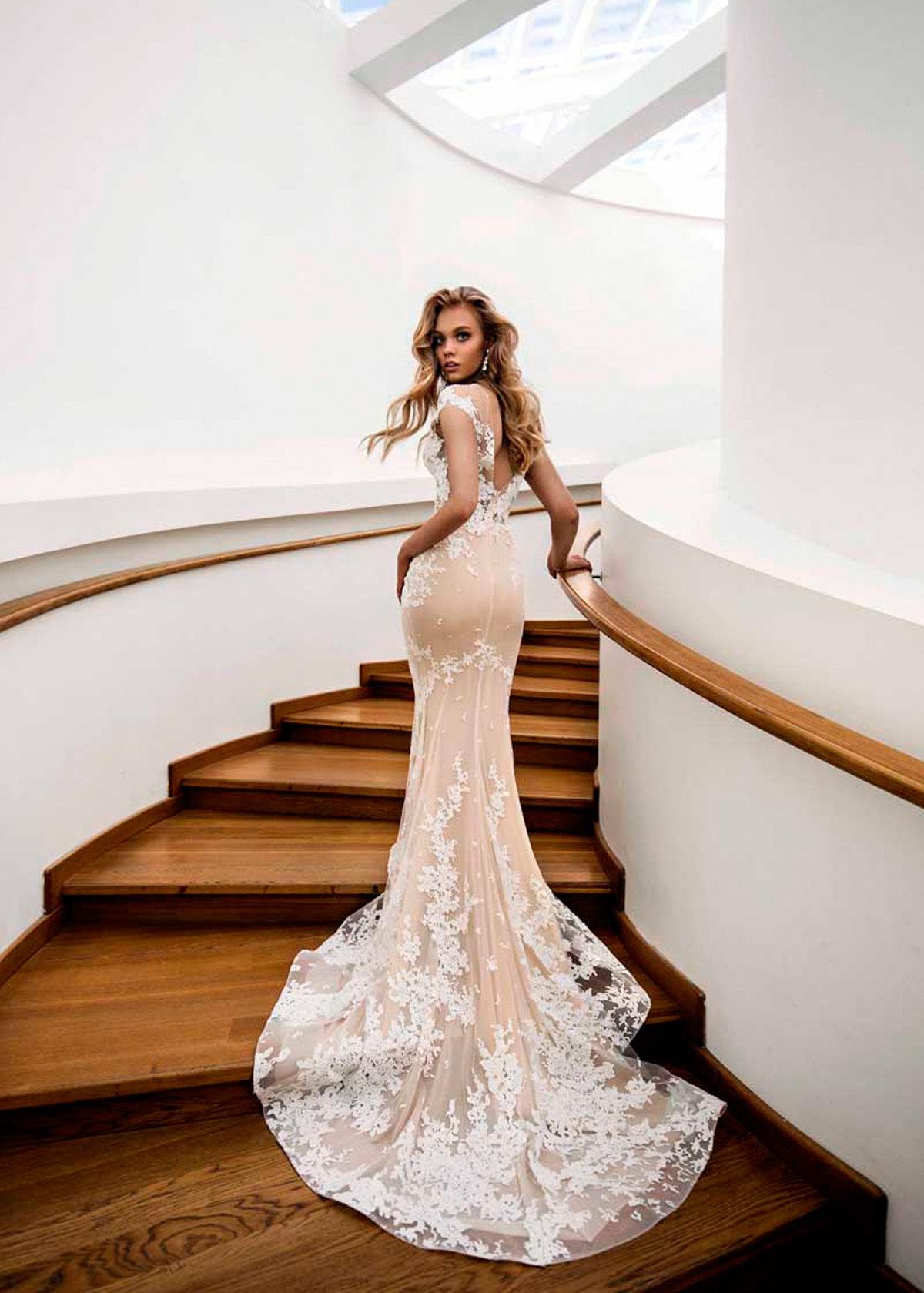 объявлений картинки эксклюзивные свадебные платья повесив