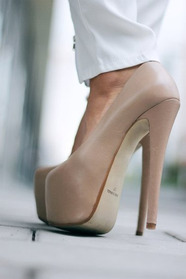 38 карточек в коллекции «Женские бежевые туфли на высоком каблуке  на  ногах» пользователя apostolova.rena в Яндекс.Коллекциях 721aa63c1a8e7