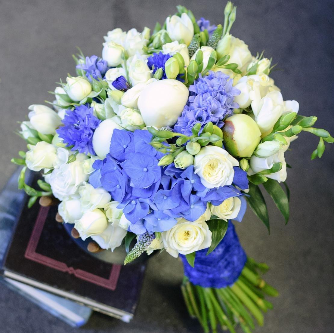 Букет из синей фрезия свадебный, букетах невесты