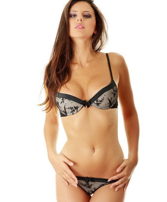 devushki-modeli-v-seksualnom-nizhnem-bele