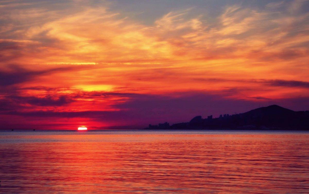 аренду картинка оранжевый закат у моря монохромные изображения рубашках