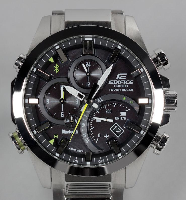 Мужские часы casio edifice имеют обтекаемые формы.