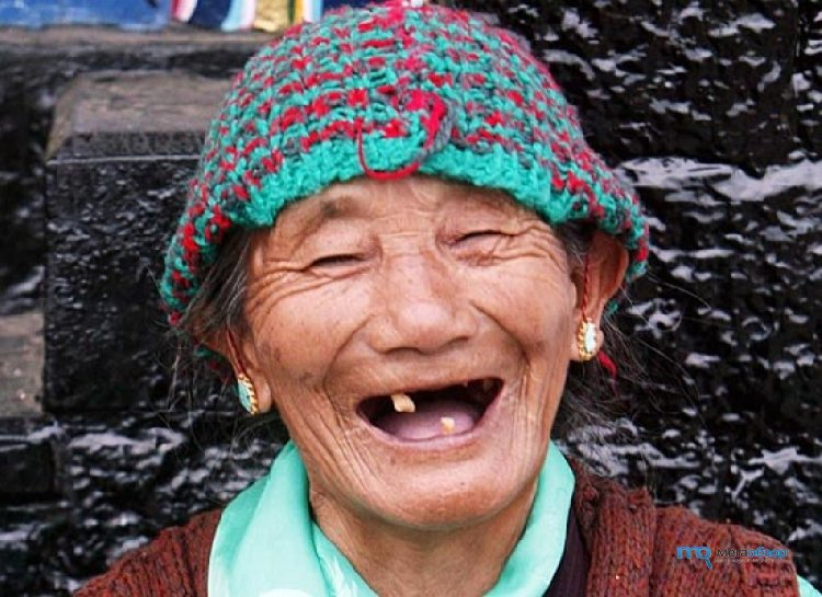 Смешные картинки бабка смеется, очки картинка днем