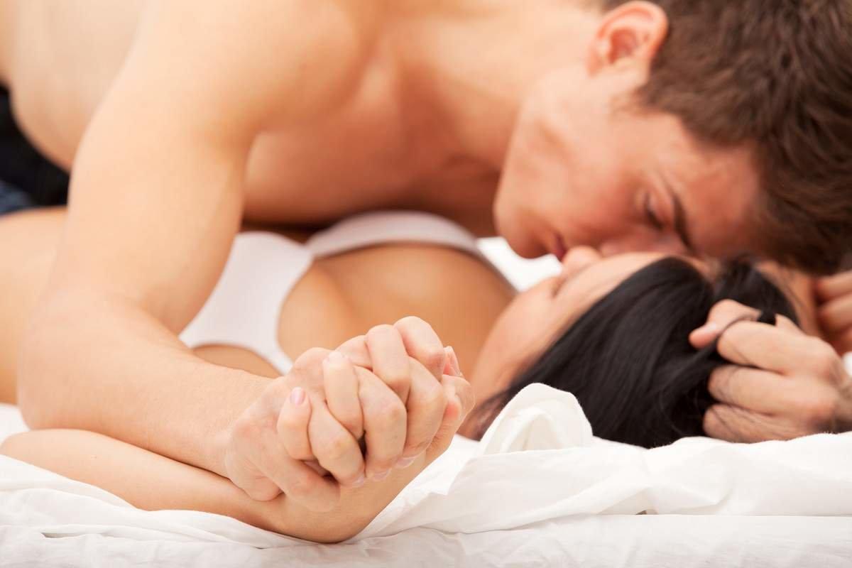 фото мужчины и женщины в постели - 10
