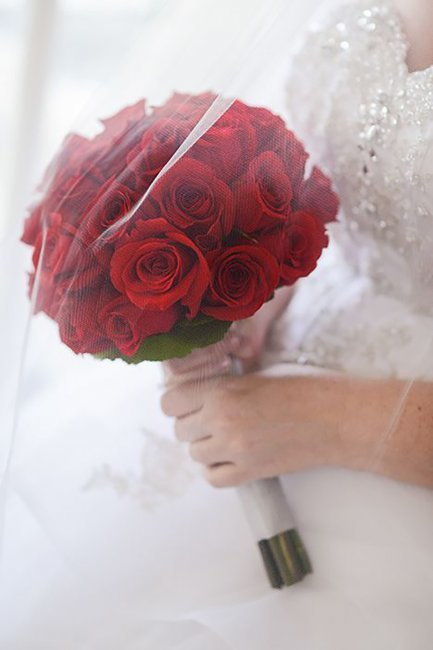 Состав свадебный букет розы и алые, купить букеты