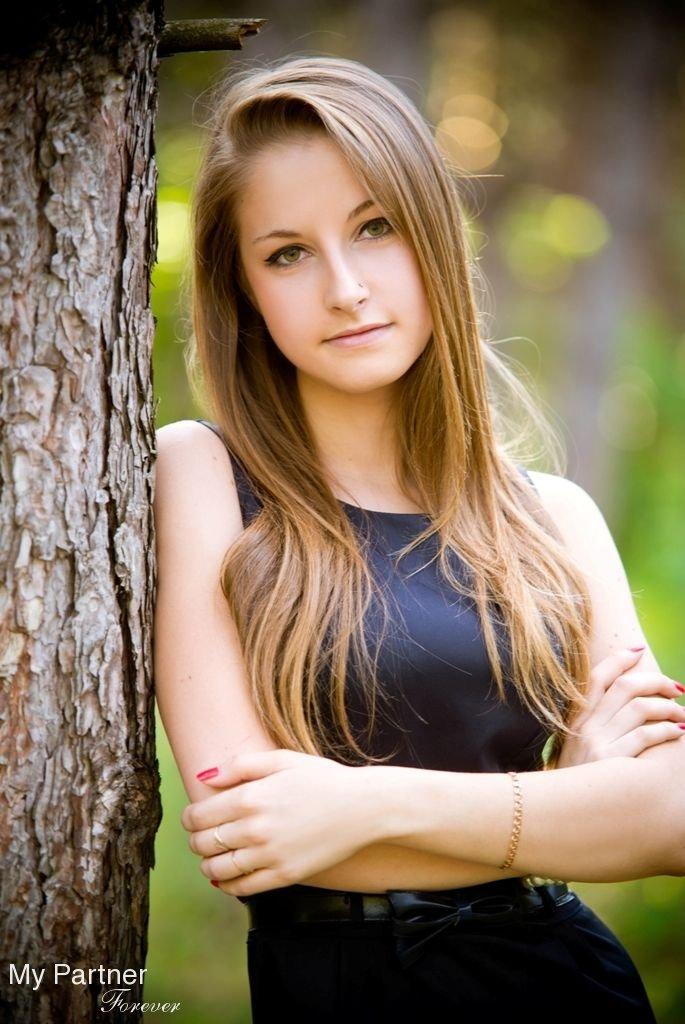 ukrainian-teenage-girls-full-figured-body-nude