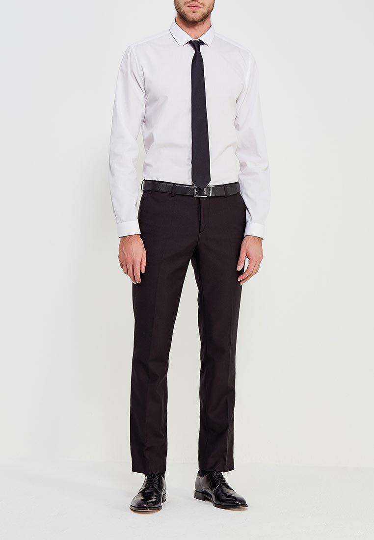 мужчины в классических брюках фото