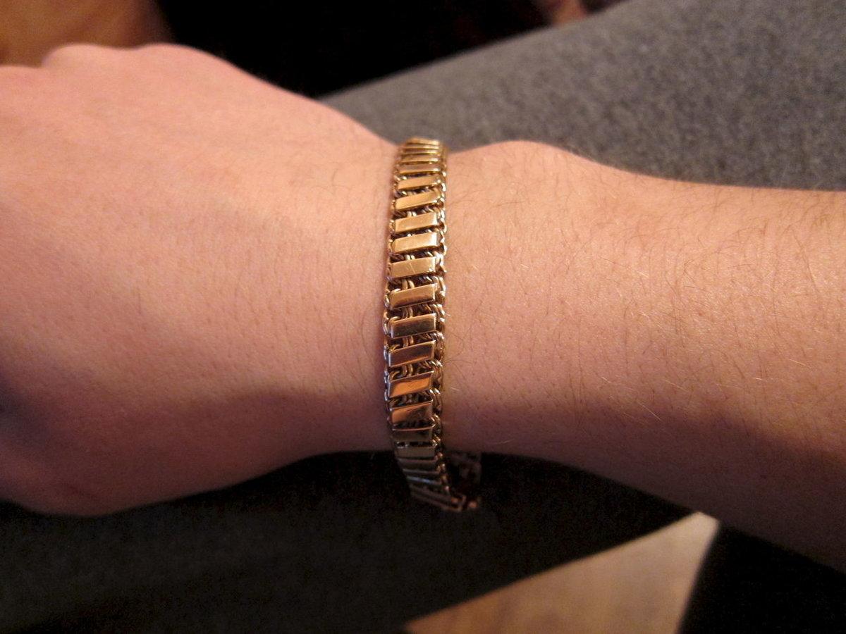 мужской золотой браслет на руку тирпиц фото съедобно