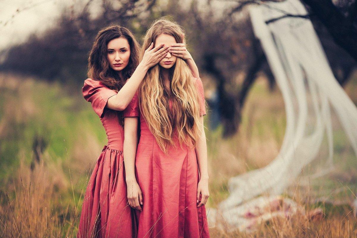 Картинки с двумя подругами