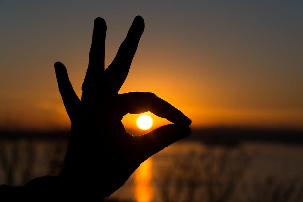 Картинки солнце в руках человека