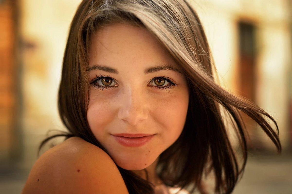 Красивые девушки с прекрасными глазами домашние фото