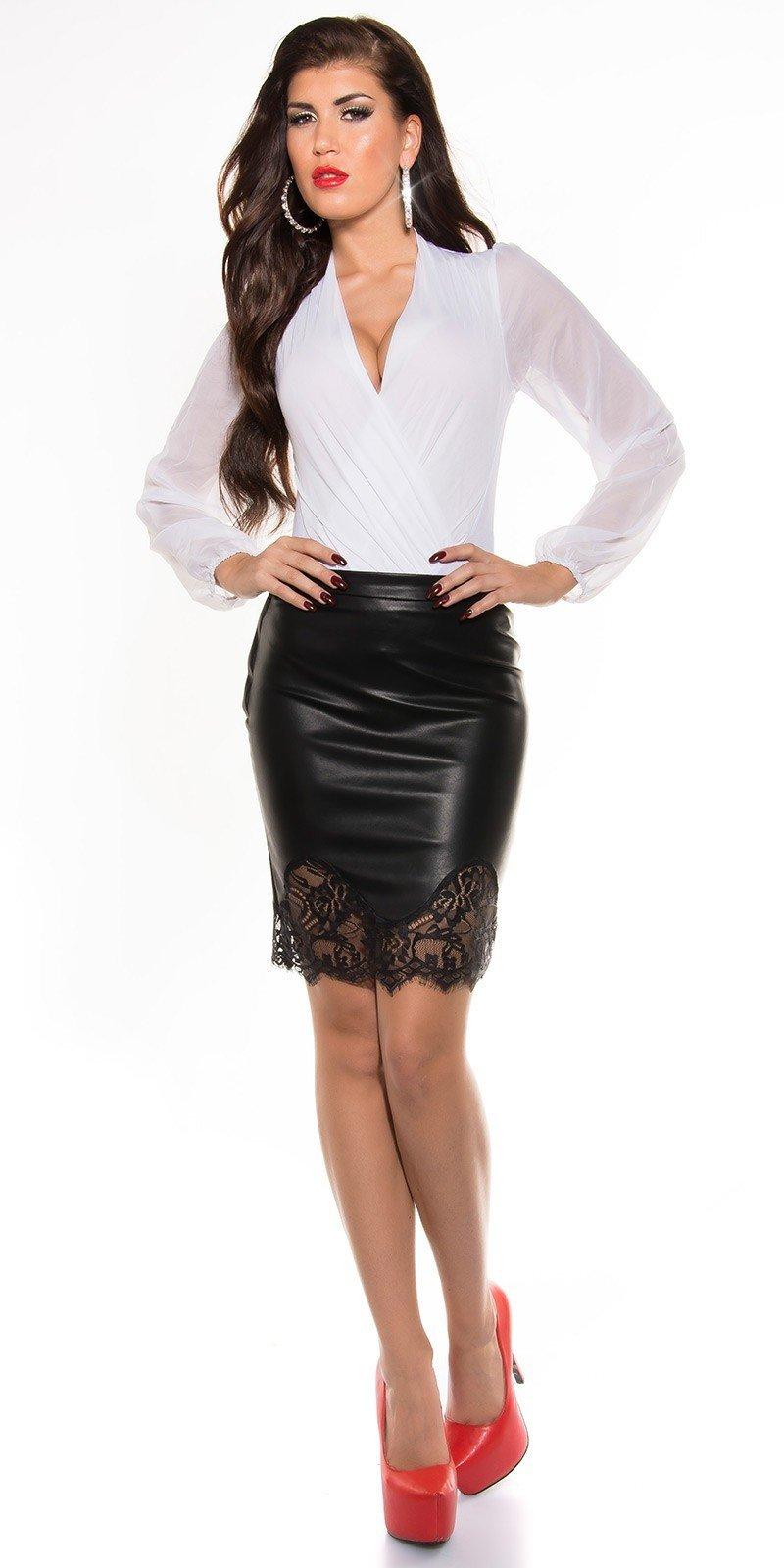 Голые фото девушек в черных коротких юбочках и белых прозрачных блузках приколы голых