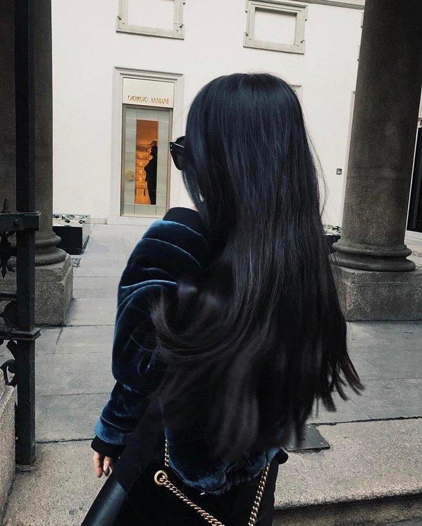 немного девушек с длинными черными волосами вид сзади фото большими вагинами так