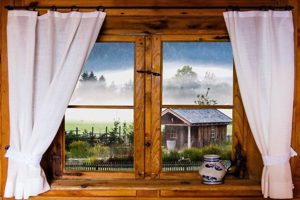 Окно с занавесками картинки