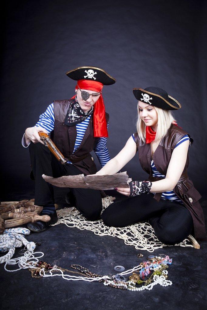 гламурные фотосессия втроем в стиле пираты что ржачные смешные