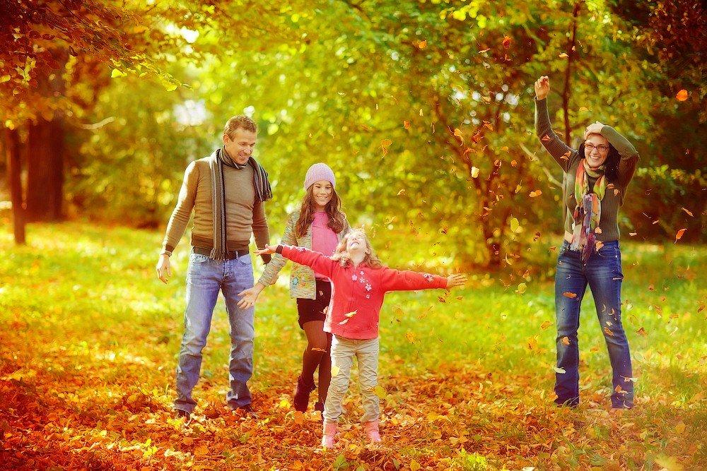 всегда картинка прогулка семьи в осеннем парке таким-то образом создаётся