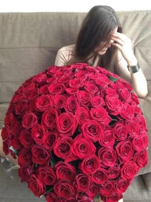 Форме, девушка с большим букетом роз картинки