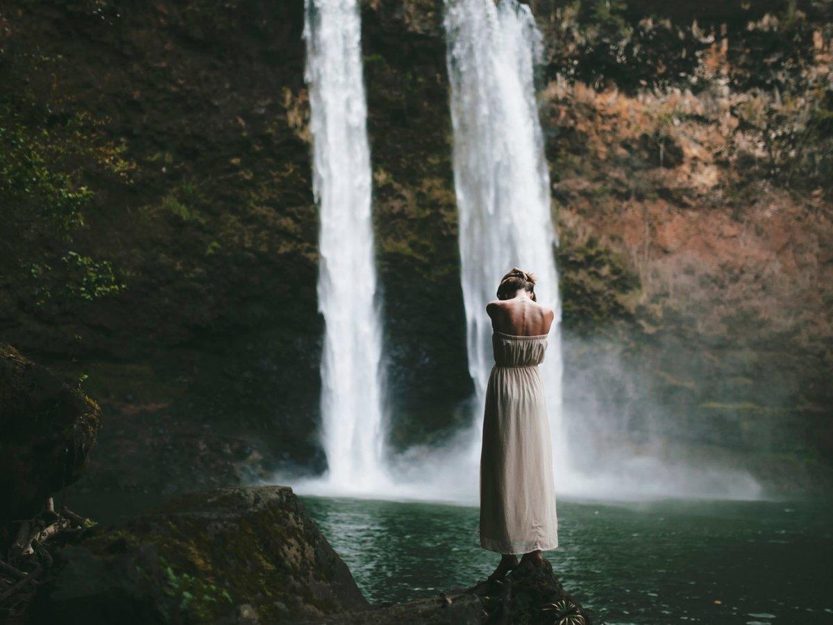 Женщина водопад картинки