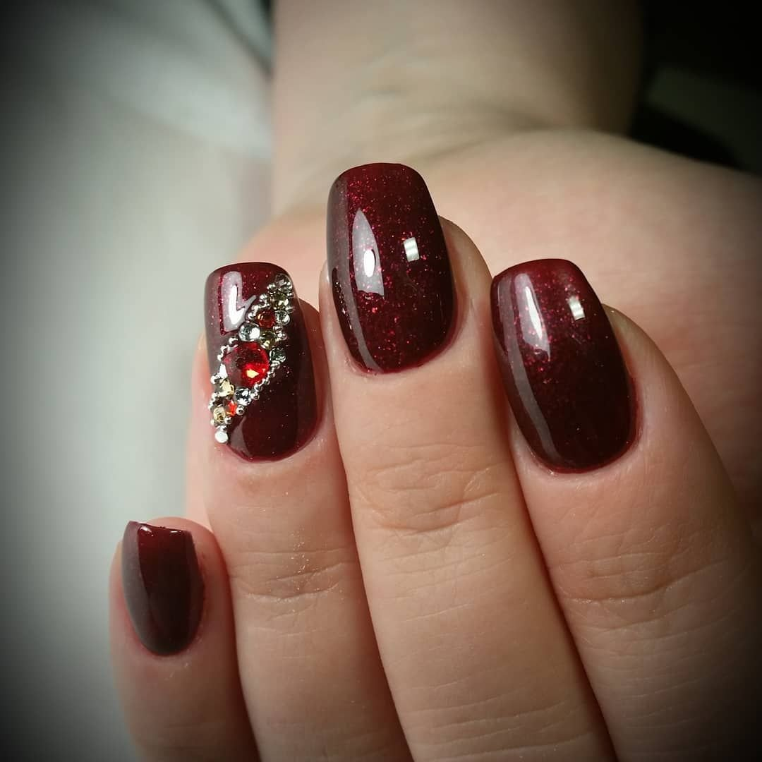 фотографии, дизайн ногтей в бордовом цвете фото то, что все