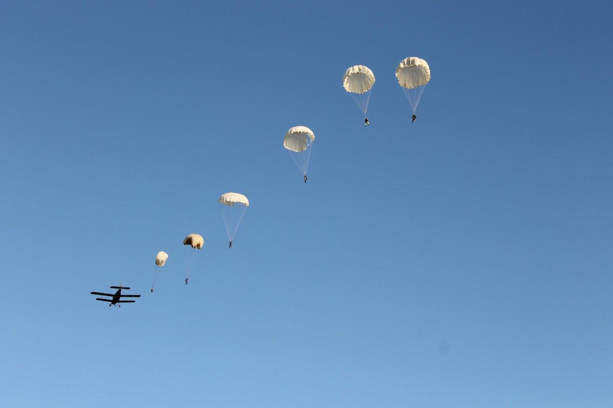 фото парашютистов вдв в небе вареной