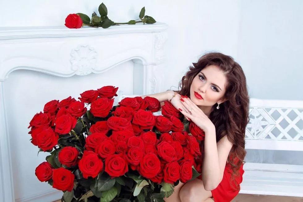 Открытки девушка и розы