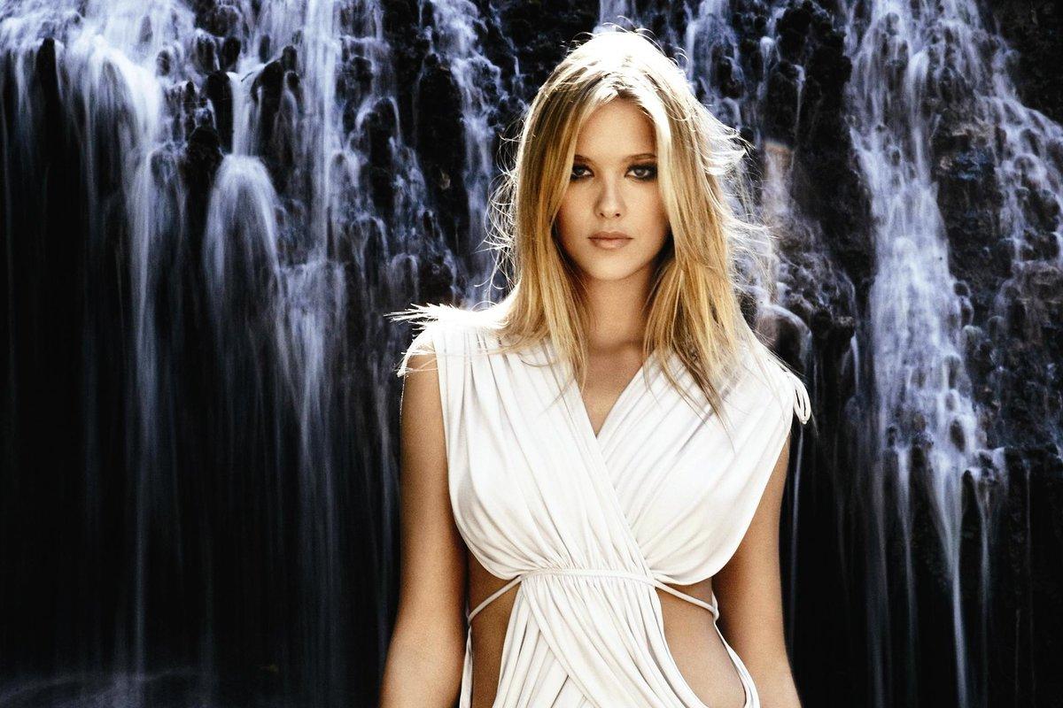 Девушка с водопадом картинки