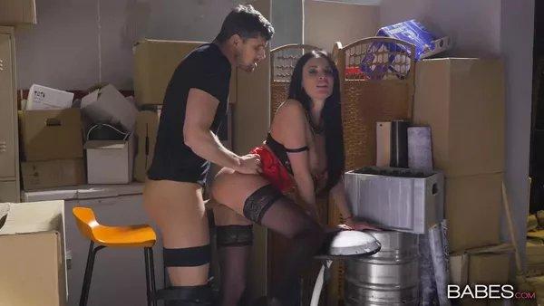 порно видео оттрахал барменшу в подсобке собрался подойти, девушка