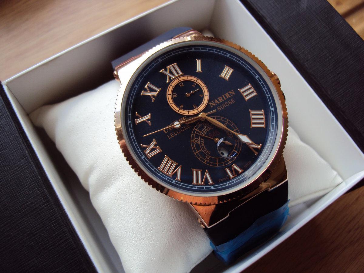 Часы отличаются высоким качеством: надежный японский механизм, регулируемый каучуковый.