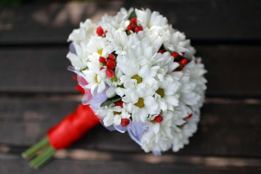 Букет невесты на свадьбу из хризантем фото, для свадебной авто