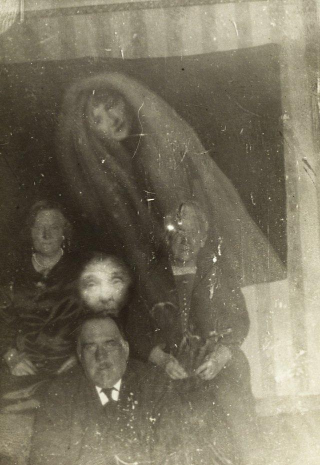 разоблачение фотографий с призраками всегда