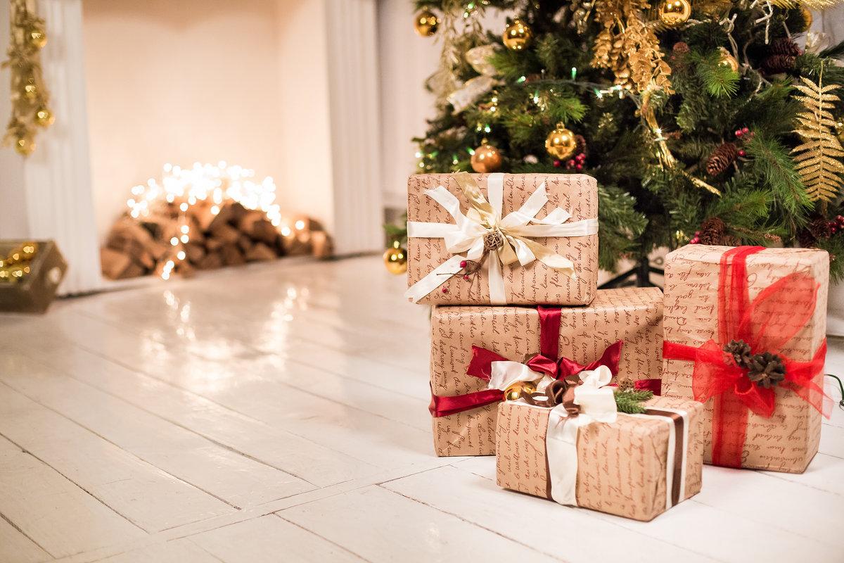 """Новогодние ёлки и гирлянда в подарок. Украшение елки золотыми шарами. Изысканный декор  Сайт производителя... 🛡️ http://bit.ly/2nzBNmm      Эта ёлочка сделает вашу квартиру по-настоящему уютной и подарит всей семье новогоднее настроение. Мини - гирлянды и ёлочные украшения в блистерной упаковке. Дополнительное преимущество: При покупке любой елочки """"Красная звезда"""" в  подарок. Такие елки наверняка удивят Ваших гостей!Важно лишь придать всем этим сооружениям конусообразную форму. Украсить офис к новому году своими руками. Как украсить офис Гирлянда ёлочная купить в интернет-магазин «СК-Компани» на Как выбрать новогоднюю елку? - Мой-портал.ру Гирлянды для елки - Новый год Новогодние гирлянды. Товары и услуги компании Интернет"""