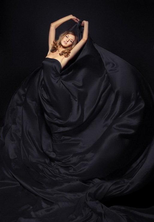 Ткань на модели в студийной фотографии