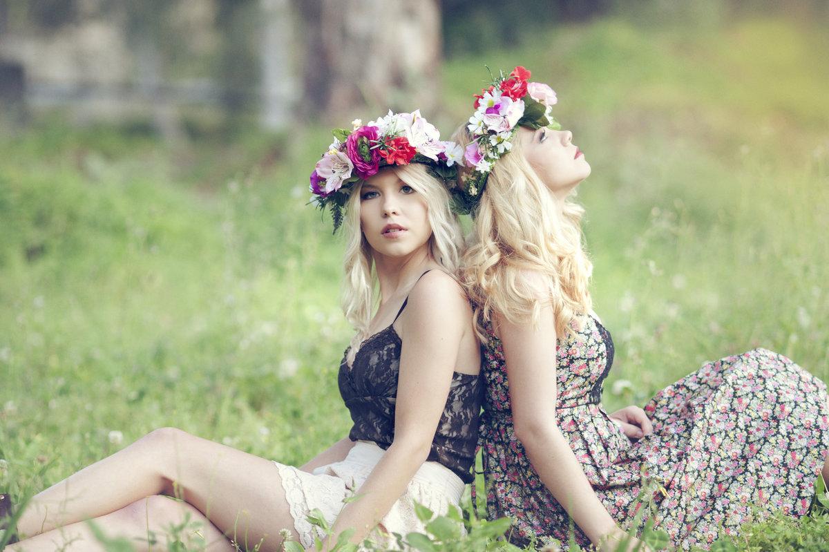 Идеи фото с подругой весной в лесу