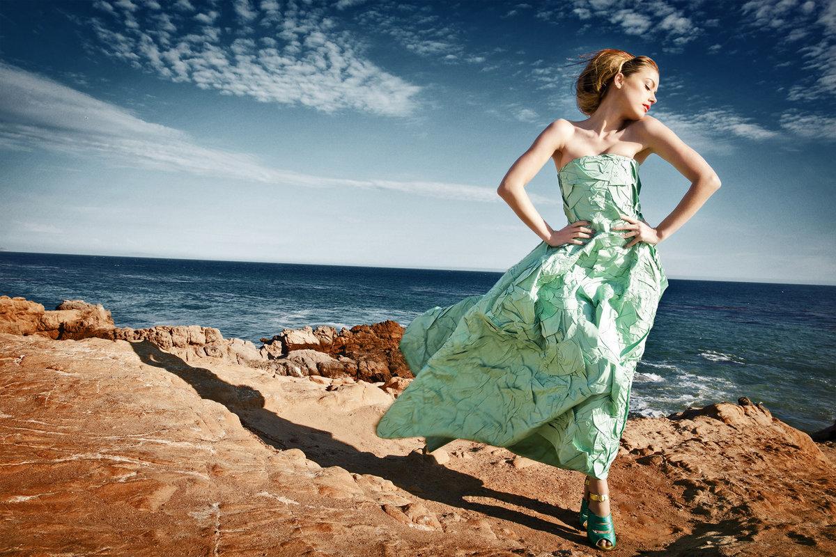 Фото в красивом платье на море