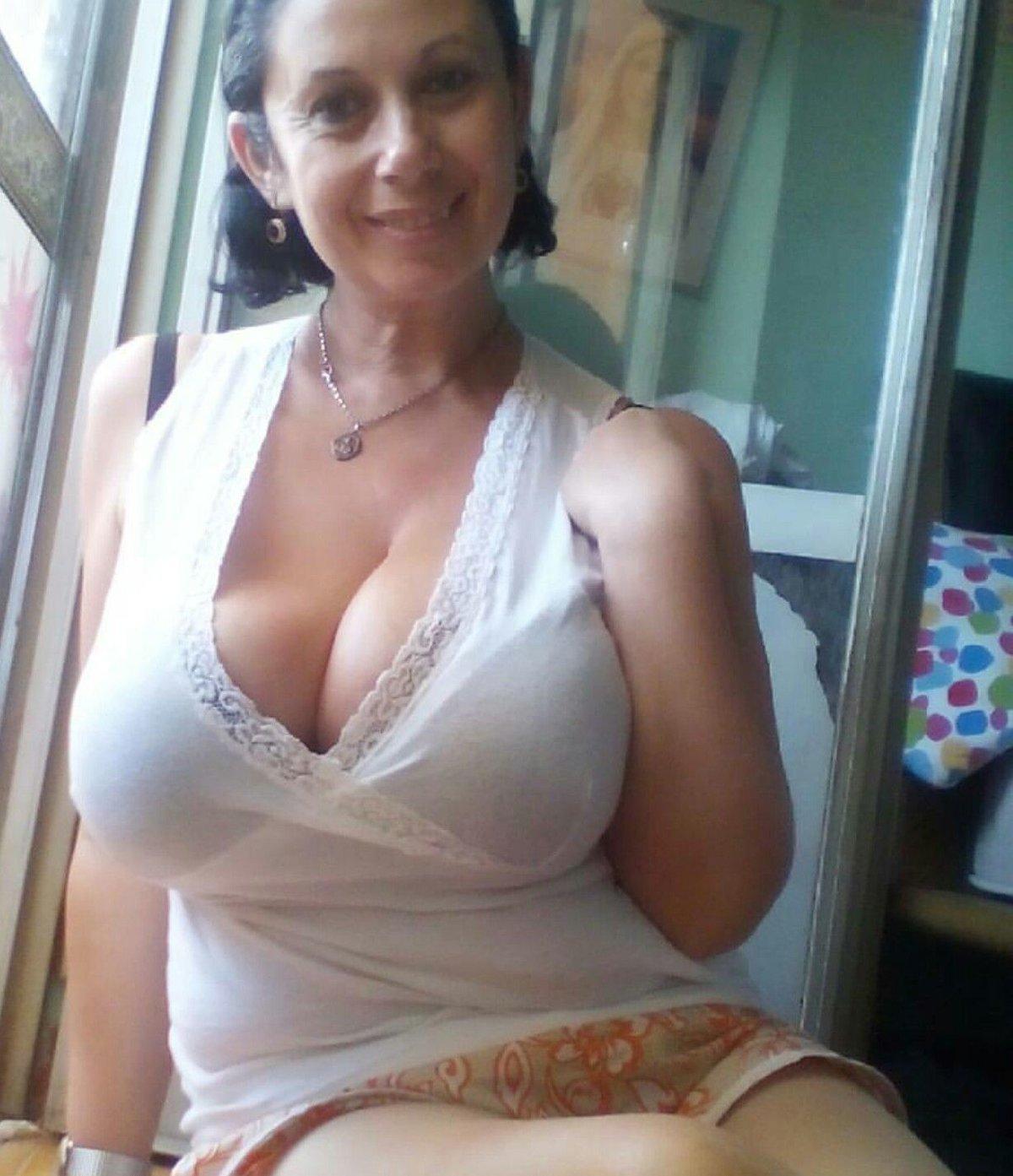 тетки возрасте с большой грудью видео