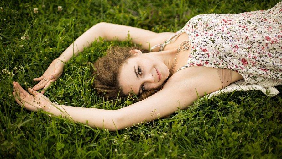 попадании красивые позы для фото на природе летом использую