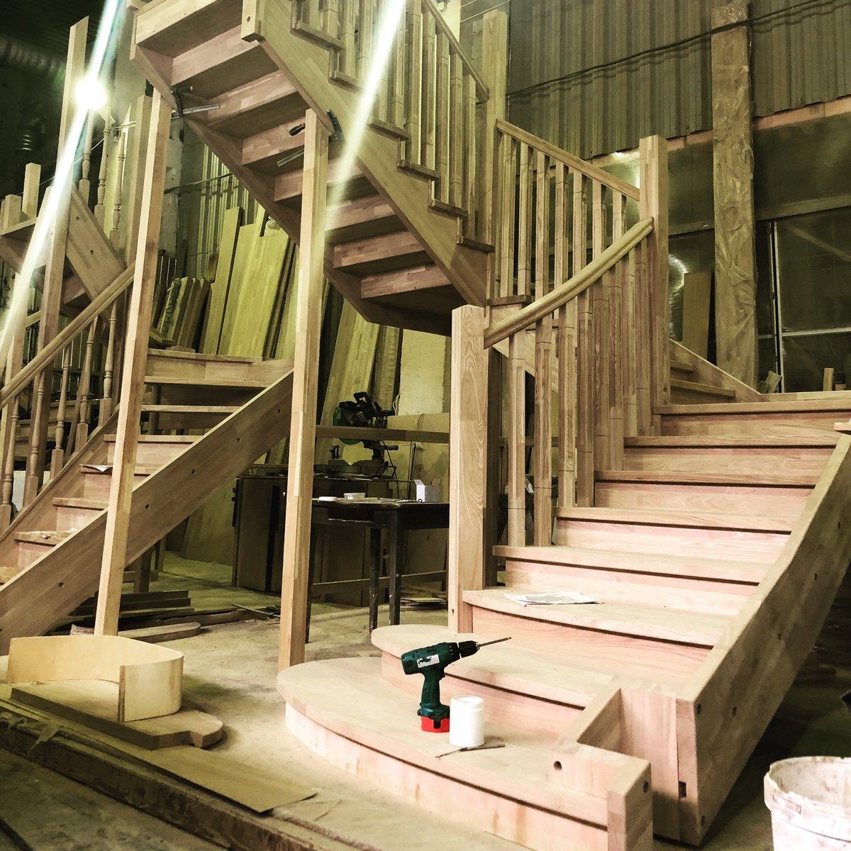 фото изготовления монтажа лестницы каждая собака