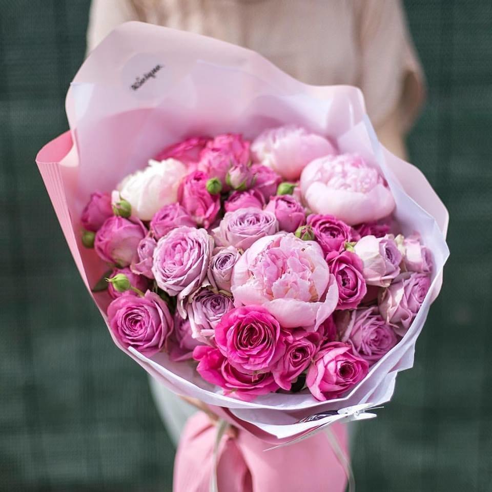 Доставкой, букет из розовых пионов с розами