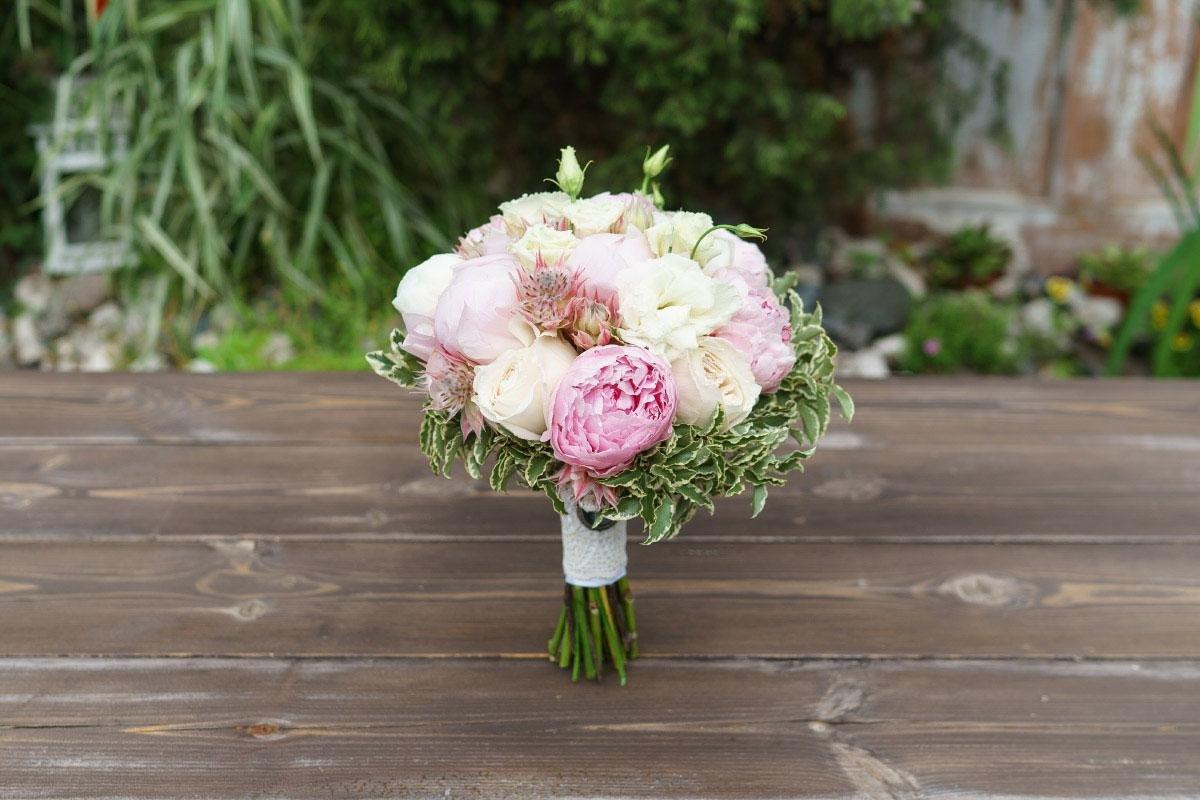 Магазин цветы, свадебные букеты из роз и пионов