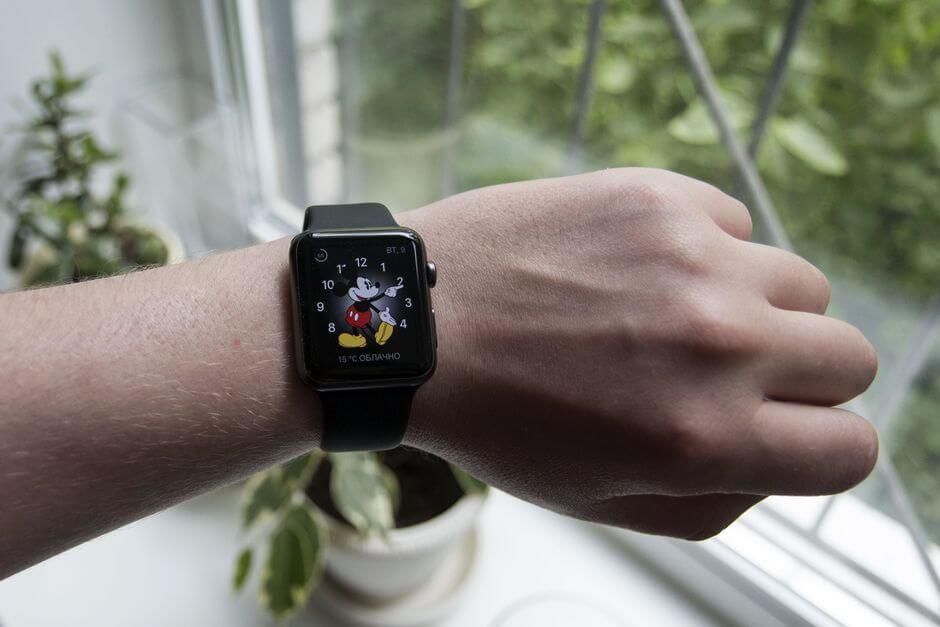часы эпл вотч на руке фото того, как лаборатории