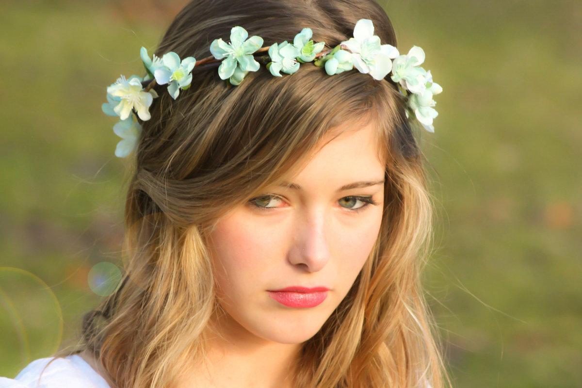 Девушка картинка с ободком цветы
