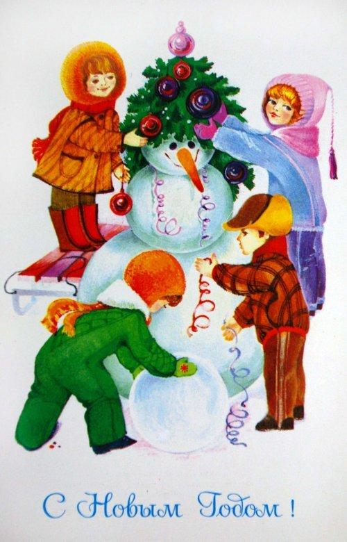 Дети лепят новогоднего снеговика