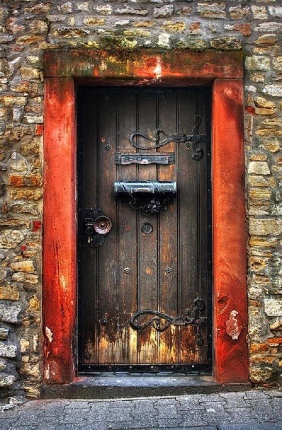 Братухе днем, дверь открытка фото