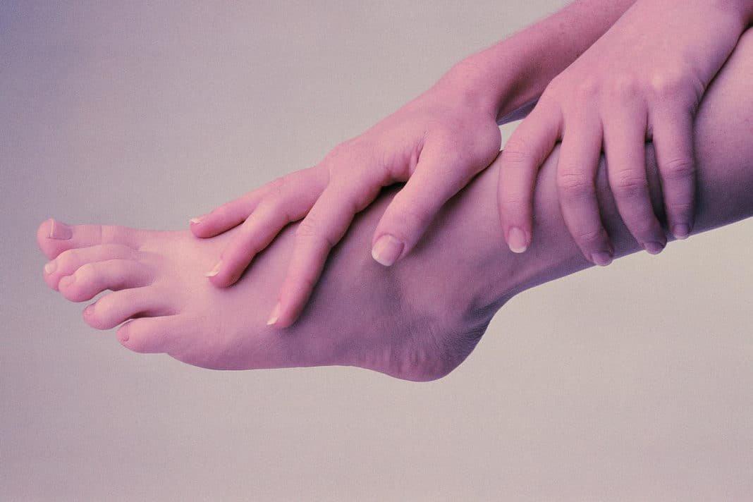Немеют средние пальцы на ногах