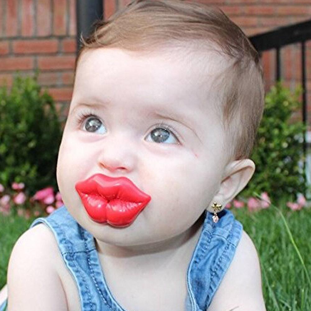 Картинка губы прикол, енот поздравительные открытки