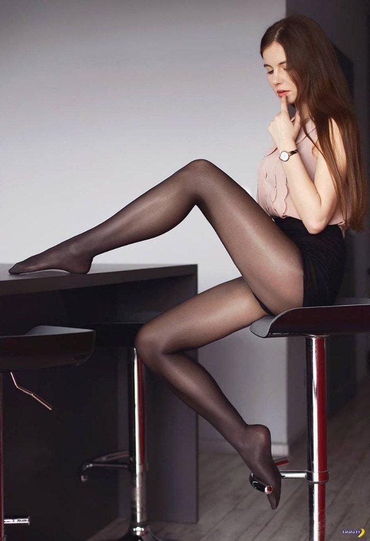 красивые стройные ножки в чулках