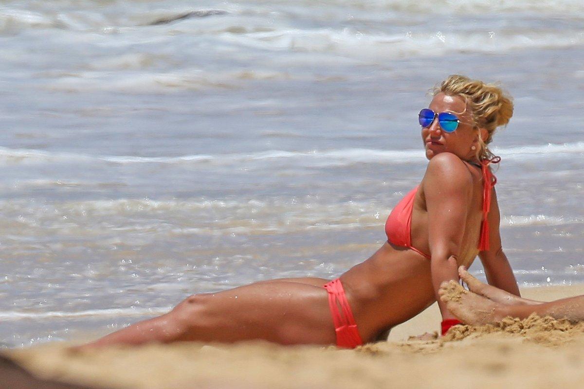 Российские звезды как отдыхали на пляже видео 6