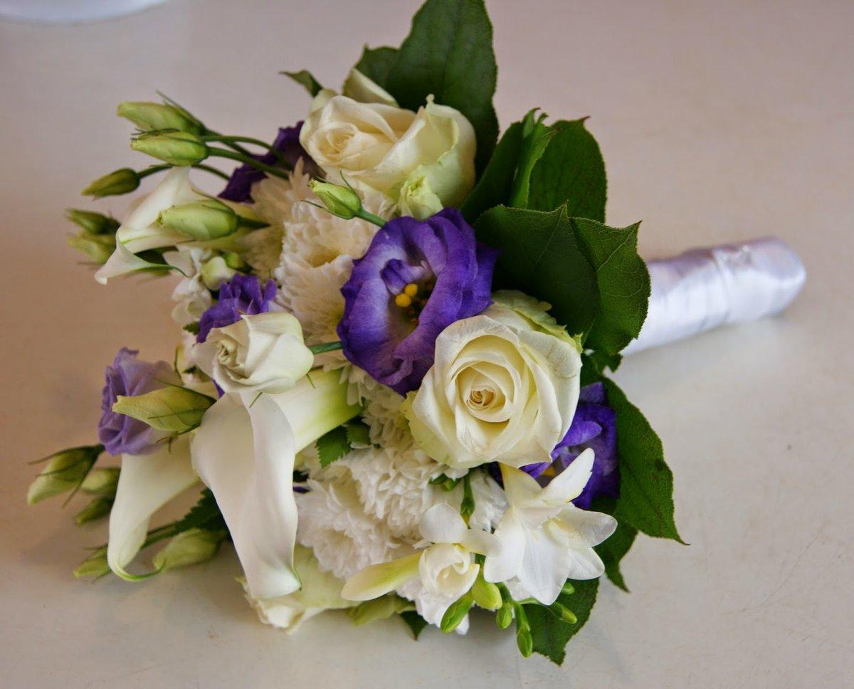 Сделать заказ, свадебные букеты с ирисами и эустомой