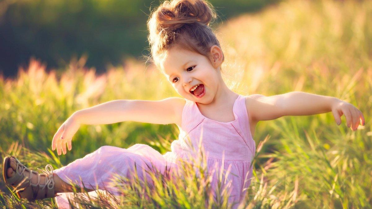 happy little girl - HD1600×1068